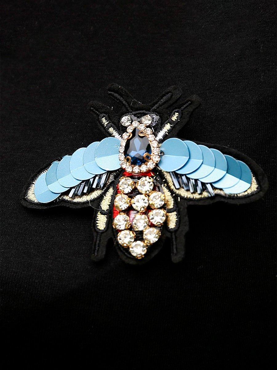 Футболка женская, черная с брошью Муха, с камнями и голубыми пайетками - фото 1