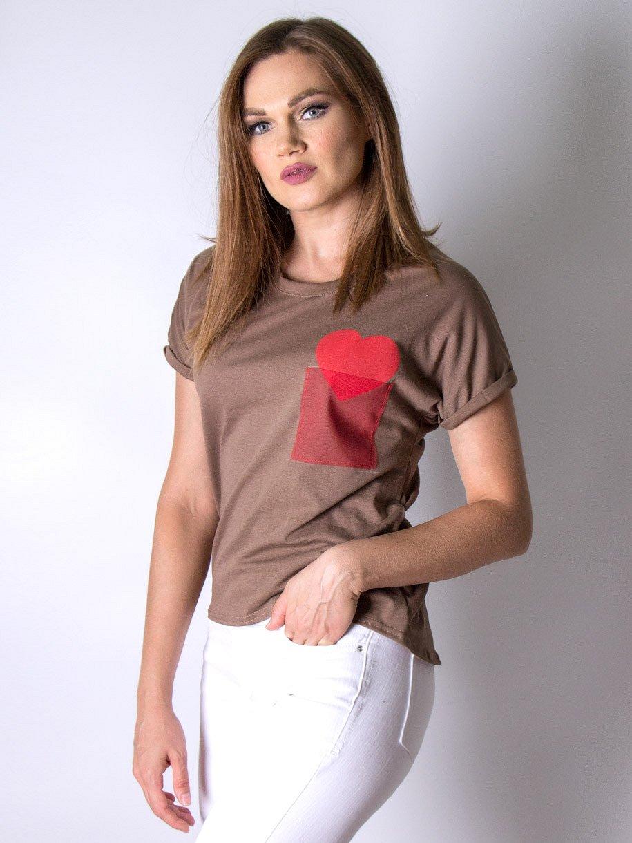 Футболка женская, карман с сердечком, коричневый - фото 1